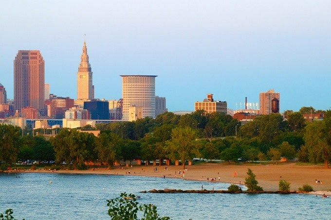 Skyline photograph of Edgewater State Park on Lake Erie in Cleveland.